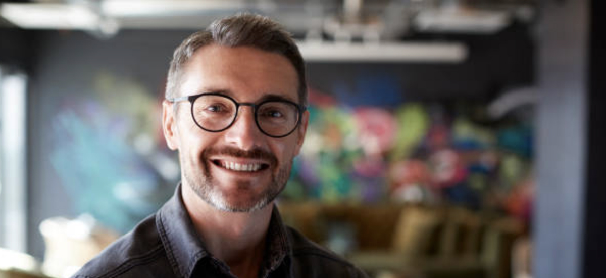 3 Trends for Men's Eyeglasses in Summer 2020