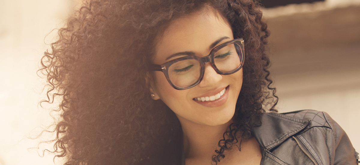 How Should Eyeglasses Fit With Your Eyebrows?