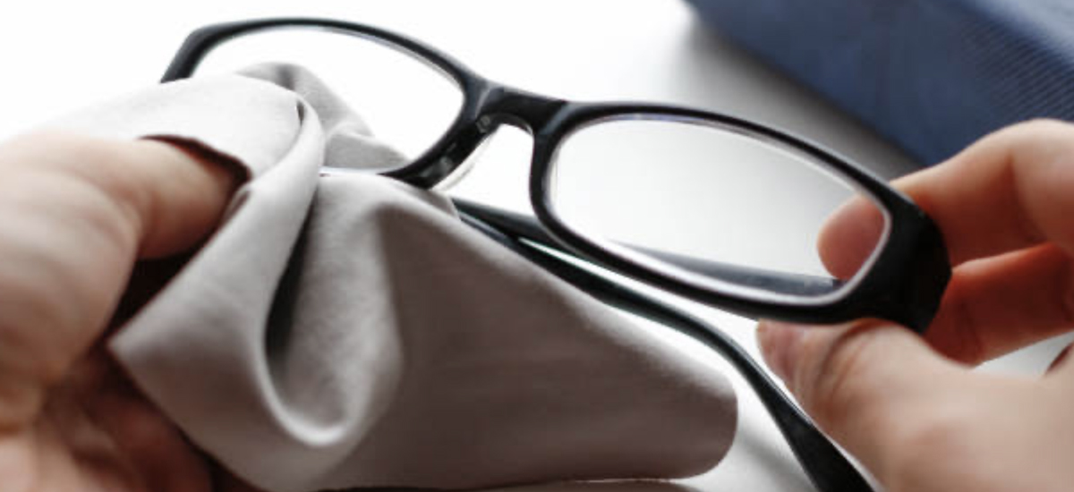 How to Clean Eyeglasses With an Anti-Reflective Coating