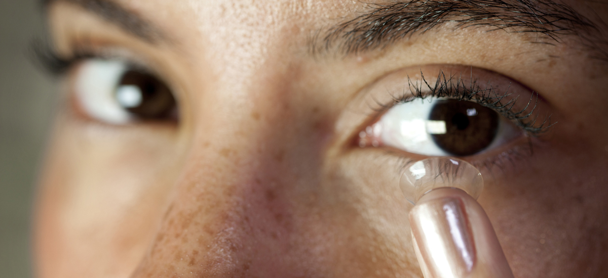 What Are the Effects of Wearing One Contact Lens?